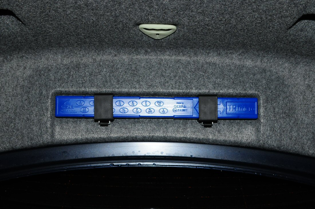 Bmw E90 Warning Light >> 2009 trunk-mounted warning triangle brackets - P/N? - Bimmerfest - BMW Forums