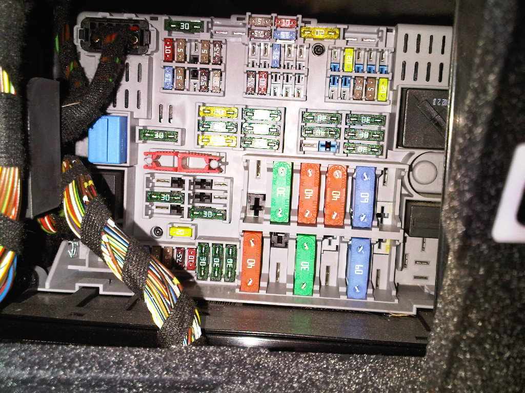 fuse box 06 e90 330i attached images