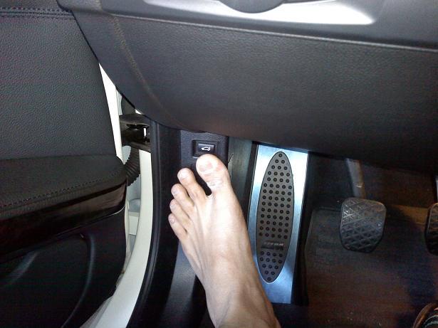 E46 glove compartment stuck