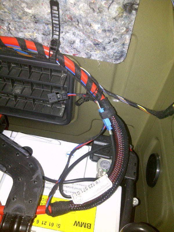 Extra 2-pin connector above battery - red/blue wire? - BMW 3-Series (E90  E92) ForumBimmerpost