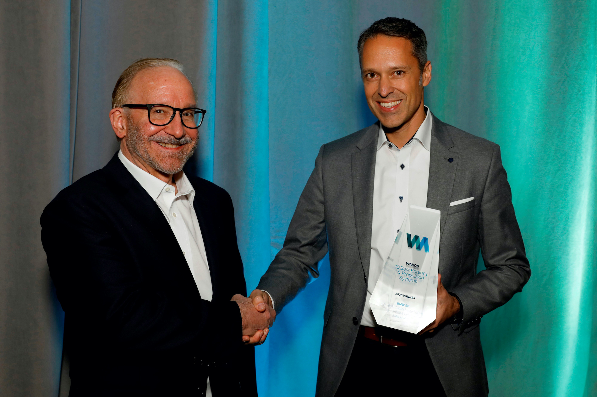Name:  Ralph_Mahler_Accepting_2020_Wards_10_Best_Engines_and_Powertrain_Award.jpg Views: 12407 Size:  1.99 MB