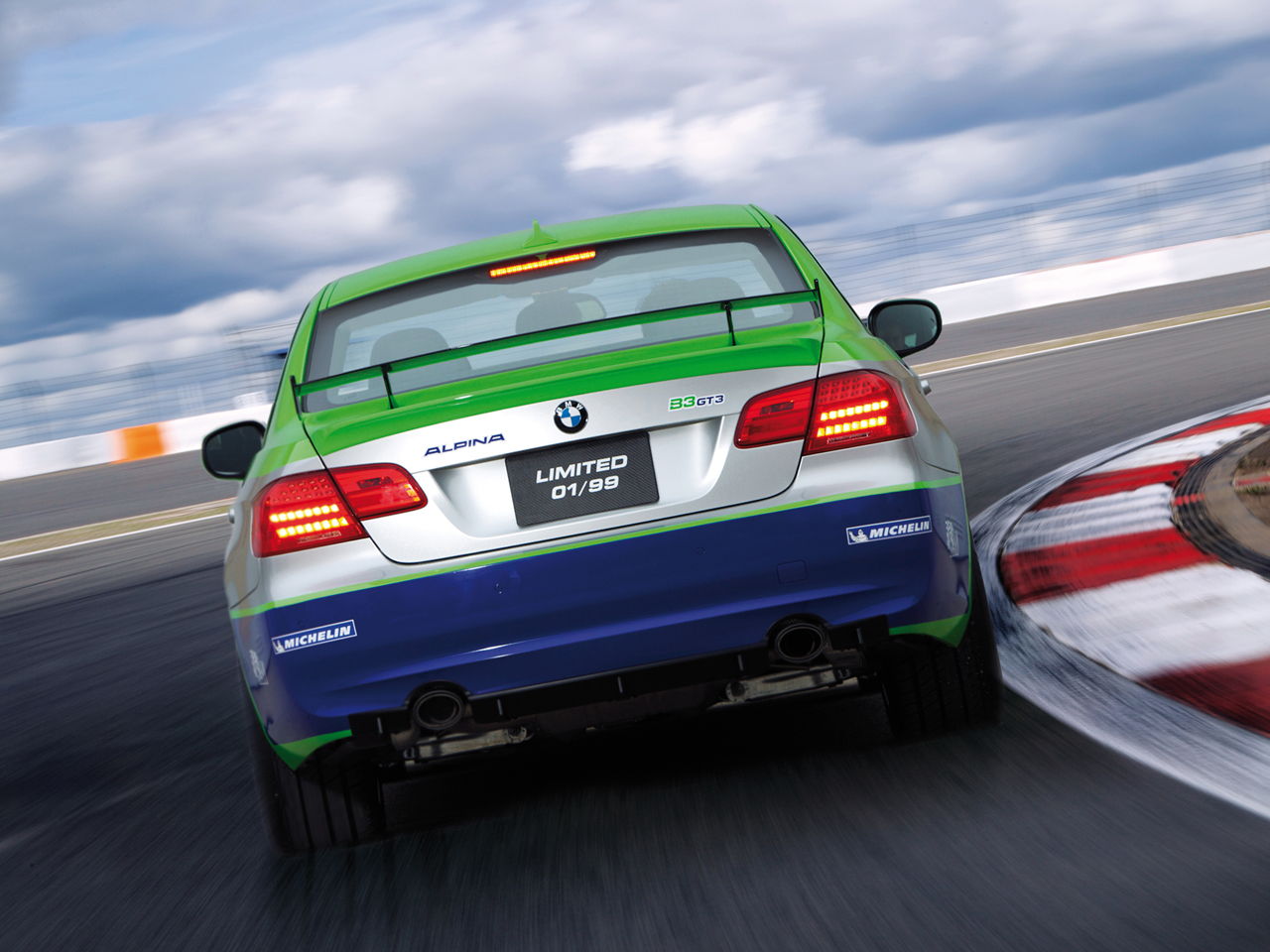 Video Limited Edition Alpina B3 Gt3 In Action Hitting